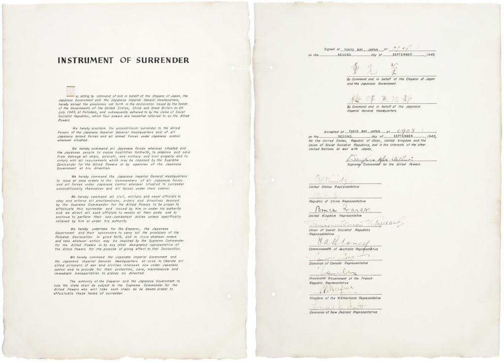 Japonská kopie kapitulační listiny podepsané 2. září 1945 v Tokijském zálivu. (Zdroj: Wikipedia Commons)